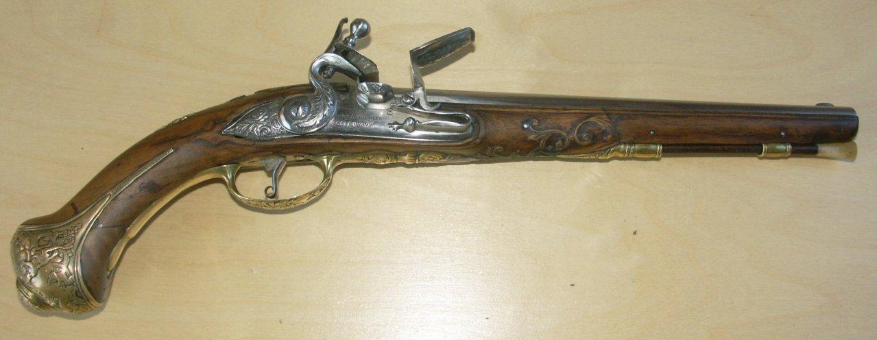 gun02_10large.jpg